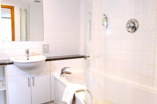 009 Excutive Bathroom - Ramada Telford Ironbridge